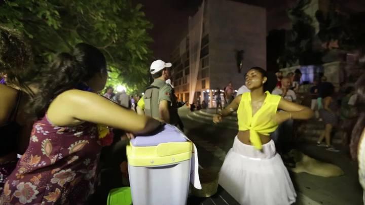 Bloco da Matriz re�ne foli�es no Centro de Porto Alegre
