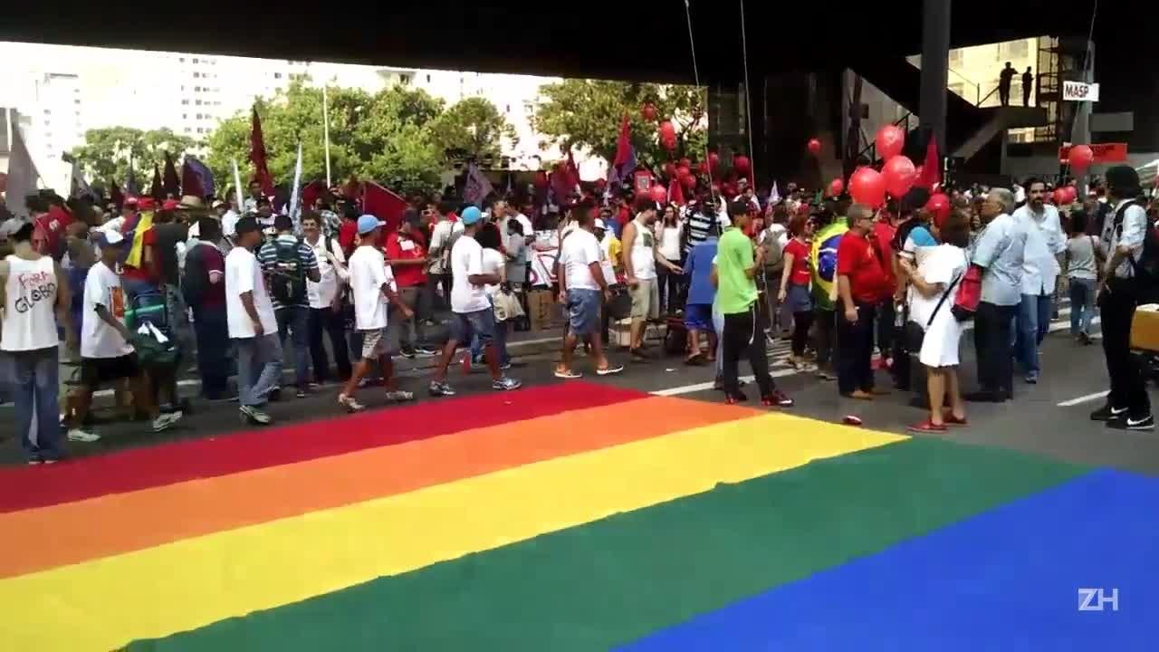São Paulo: manifestantes pró-Dilma fazem ato na Avenida Paulista