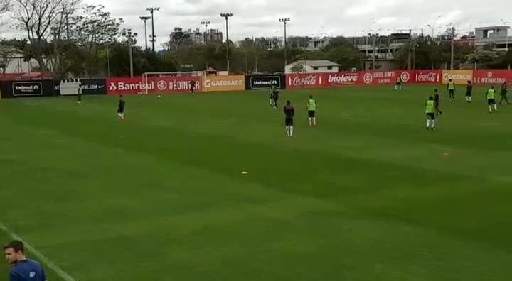 Celso Roth comanda trabalho tático no Inter