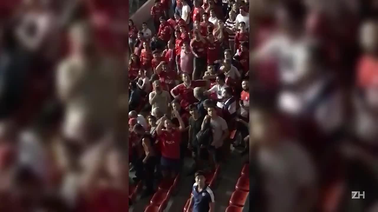 Torcedores do Independiente imitam macacos em jogo da Recopa na Argentina