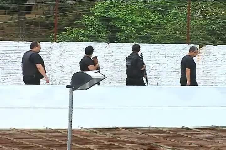 Resumo de imagens da operação pente-fino das polícias em 49 unidades prisionais de Santa Catarina