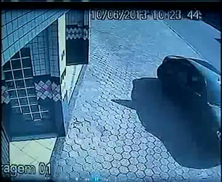 Assaltante se veste de carteiro para invadir apartamento em Joinville
