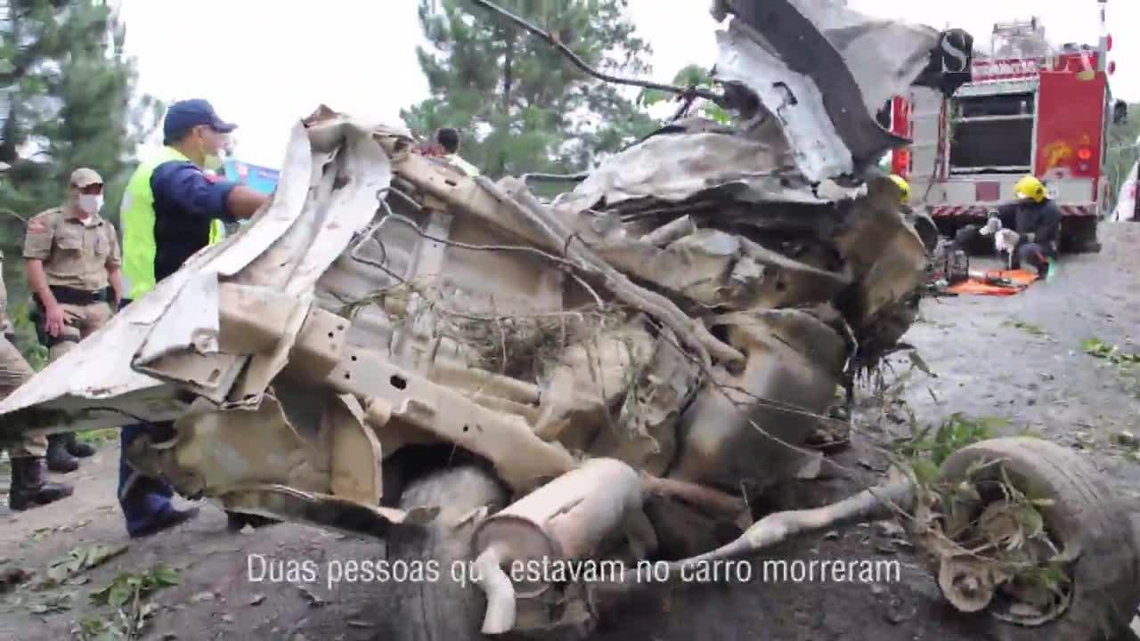 Duas pessoas morrem em acidente entre carro e ônibus com crianças em Botuverá