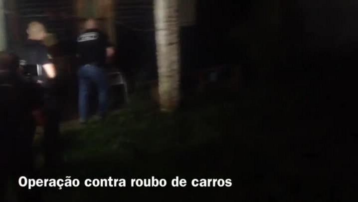 Polícia prende 28 suspeitos de integrar quadrilha que roubava carros na Grande Porto Alegre - 28/11/2013