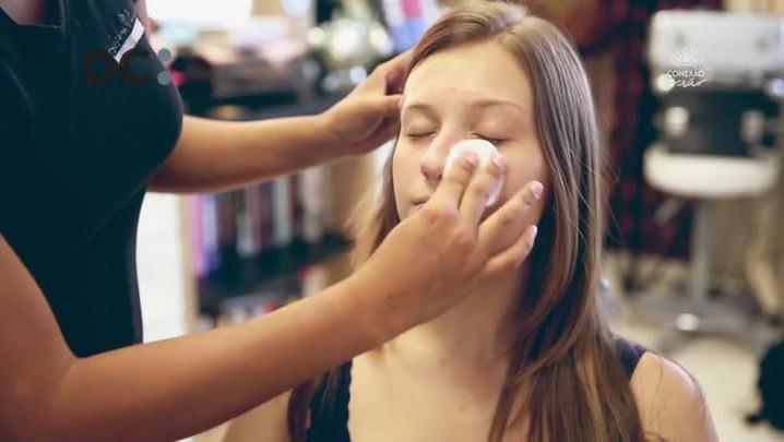 Como Faz de Verão: maquiagem bronzeadora para pele clara