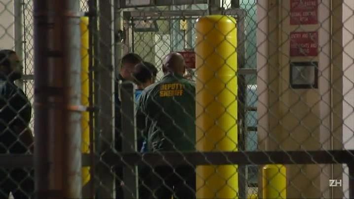 Atirador de Fort Lauderdale é levado para a prisão
