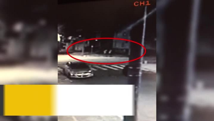 Imagens mostram momento em que universitário é morto quando chegava em casa