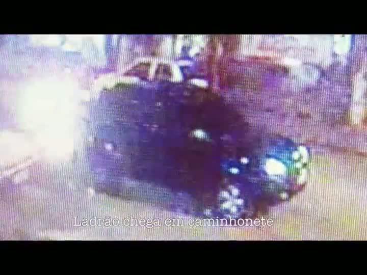 Imagem mostra o roubo de um carro em menos de 30 segundos. 15/05/2013