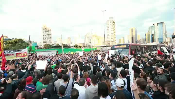 Manifestantes protestam em São Paulo