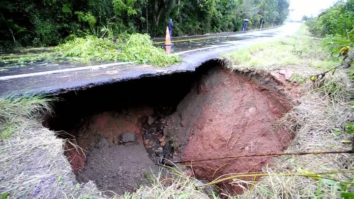Na ERS-020, buraco se formou com as fortes chuvas