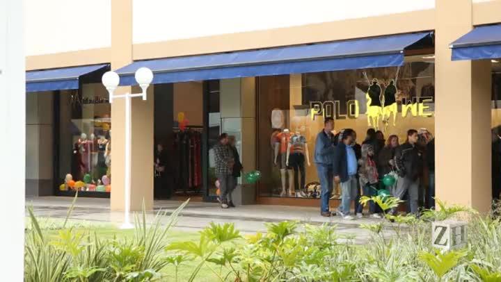 Papo de Economia: abre o primeiro outlet de grifes do Estado com marcas conhecidas e descontos de até 80%