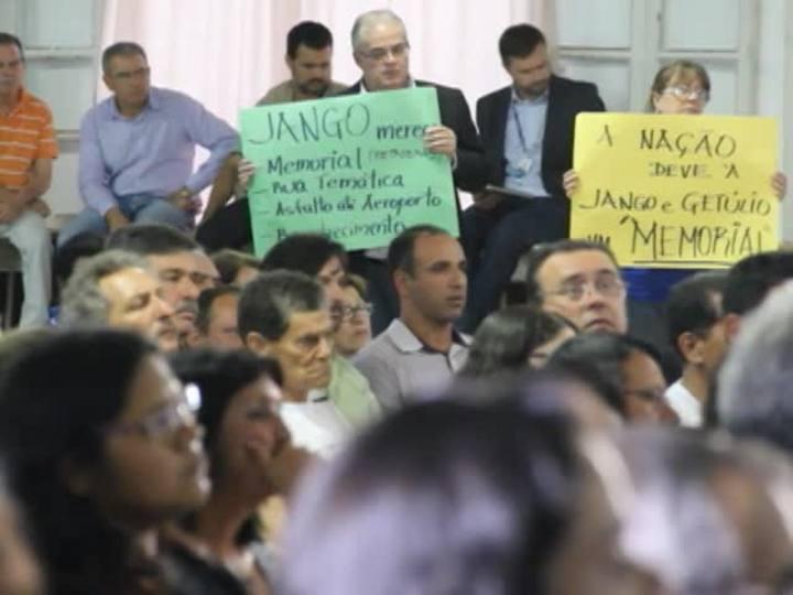 Faixa Universitária - Confira uma reportagem sobre o retorno do corpo de Jango a São Borja e outra sobre a moda como forma de comunicação