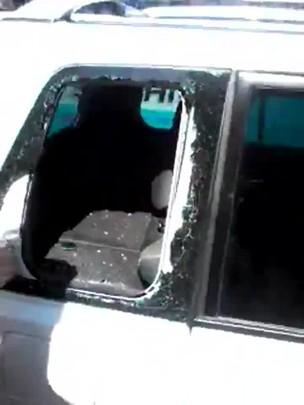 Cachorro é deixado trancado dentro de carro, em Pelotas, RS