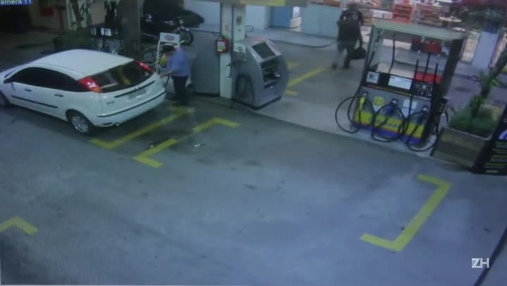 Quadrilha assalta posto de gasolina e arromba cofre