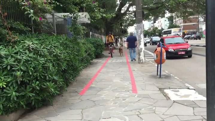 Ciclovia no meio da calçada: em trechos da Erico, pedestres e ciclistas dividem espaço