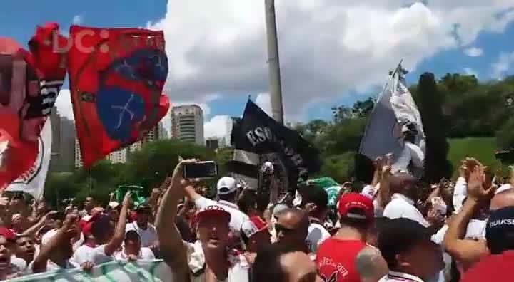 Organizadas dos quatro grandes de São Paulo se unem para ato em homenagem à Chapecoense
