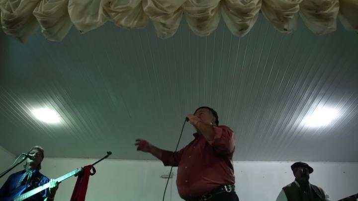 Aos 70 anos, Gaúcho da Fronteira anima baile