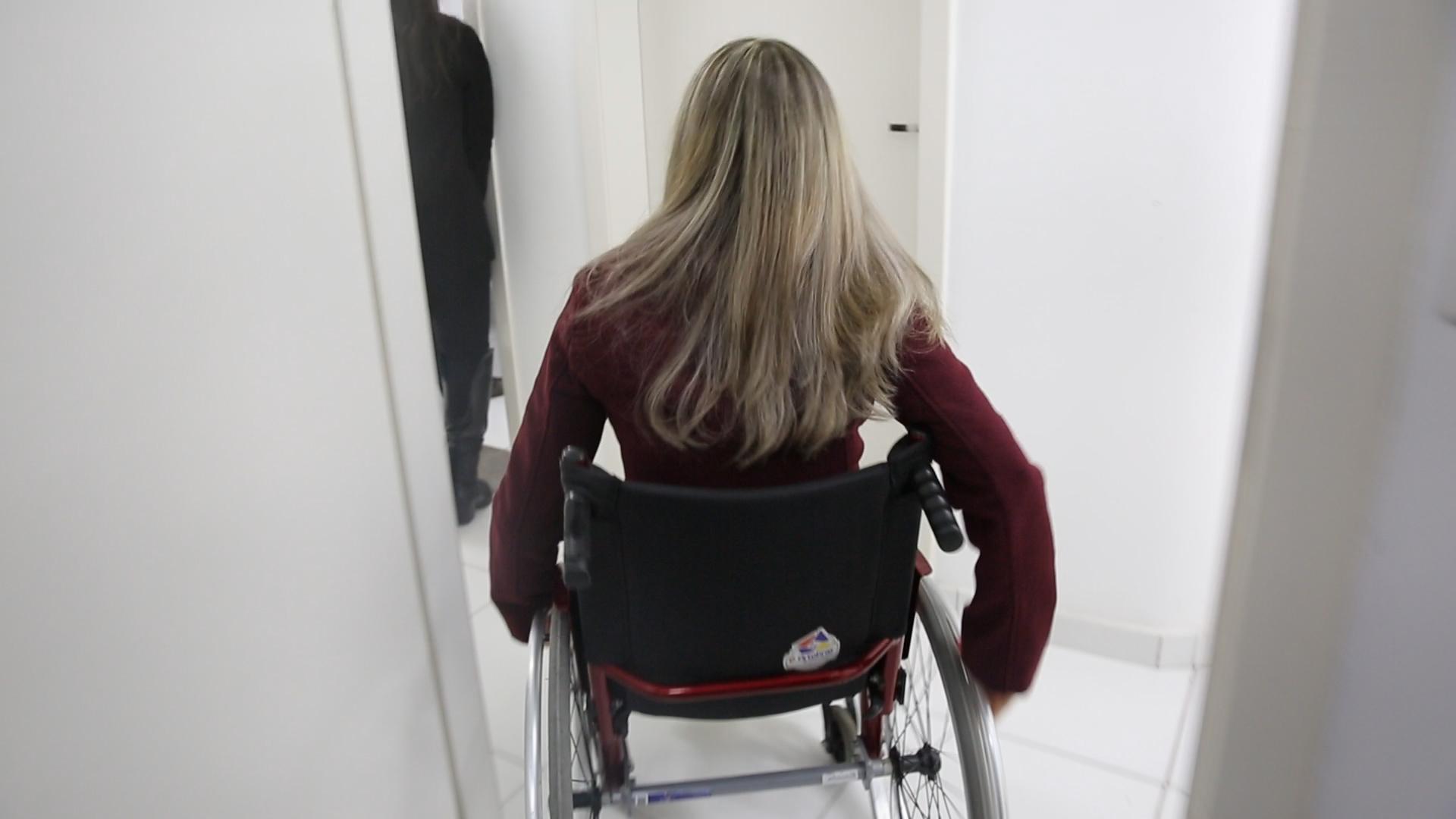 Vereadora cadeirante participa das sessões na Câmara por videoconferência