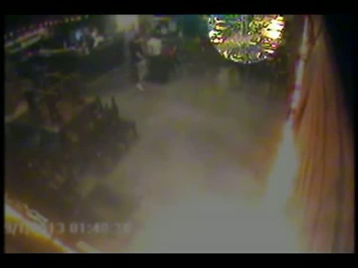 Câmera de segurança flagra assalto em restaurante de Joinville
