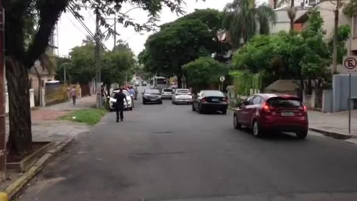 Motocicleta se divide em três partes após acidente na Capital - 06/03/2014