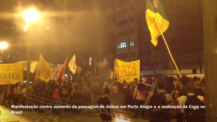 Manifestantes e policiais entram em confronto em Porto Alegre - 02/04/2014
