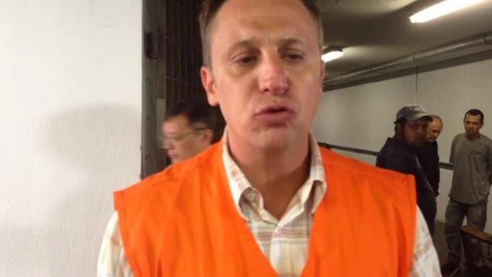 Técnicos tentam identificar problema que deixou estação do trensurb fechada. 10/04/2014