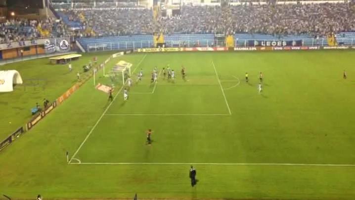 Confira o gol de empate do JEC contra o Avaí pela 35ª rodada do Brasileirão