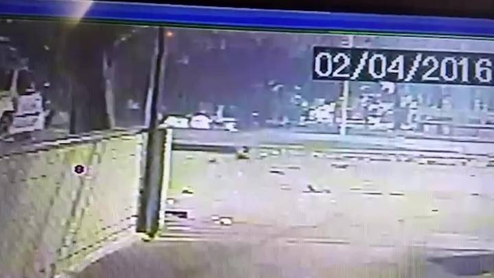 V�deo mostra atropelamento no Parc�o e fuga de motorista