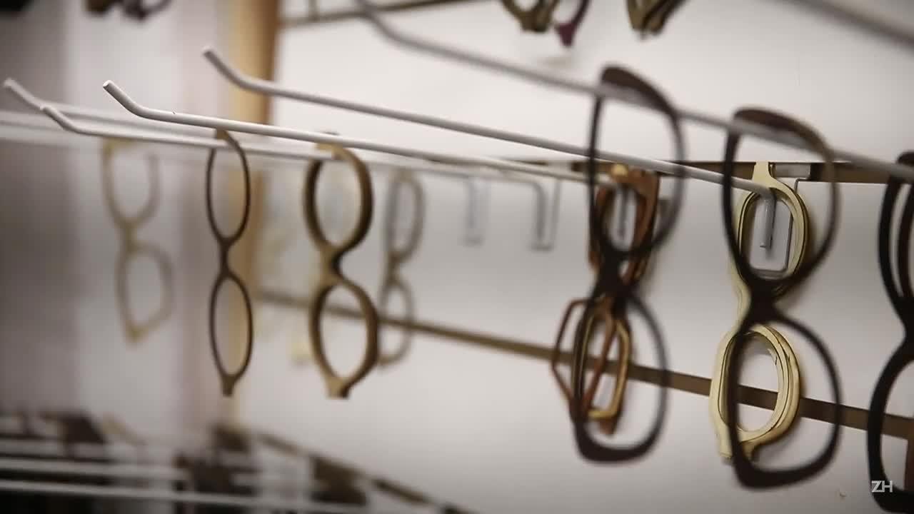 Marca gaúcha aposta em moda sustentável para desenvolver óculos de madeira