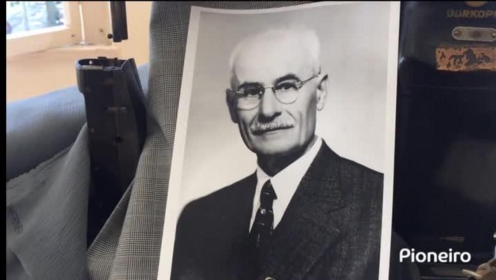 Eterno Kalil Sehbe - 90 anos da constituição de sua confecção de roupas