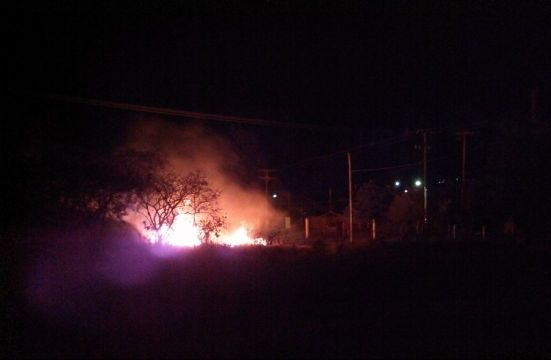 Aumenta casos de incêndios em campos às margens de rodovias em Santa Maria. 02/08/2013