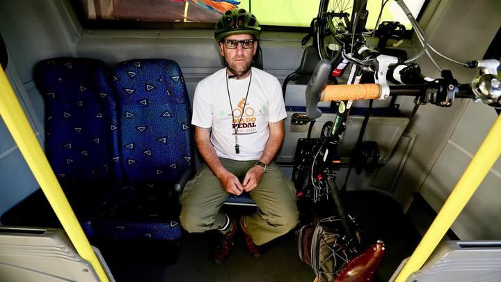 Ciclista aprova novo ônibus com espaço para transportar bicicletas em Florianópolis