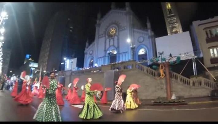 Confira imagens do primeiro desfile cênico-musical da Festa da Uva 2014