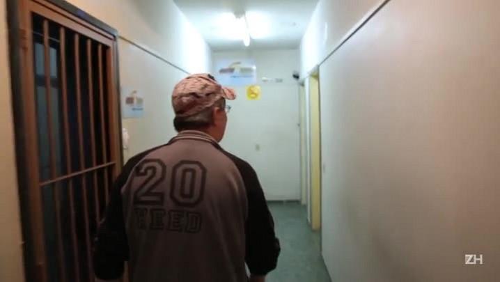 Veja como trabalha o operador de tele táxi Oscar Schroder