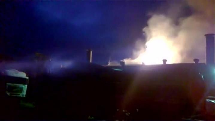 Incêndio atinge curtume em Nova Esperança do Sul; veja as imagens