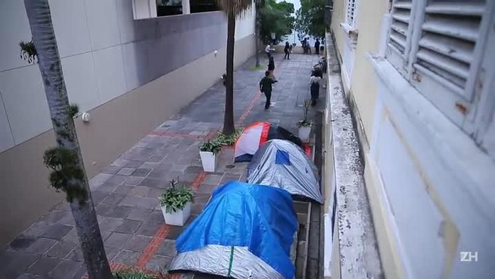 Após anúncio da volta do MinC, ocupação continua em Porto Alegre