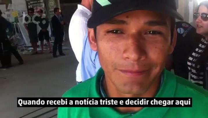Torcedor do Atlético Nacional acompanha mobilização na Arena Condá, em Chapecó