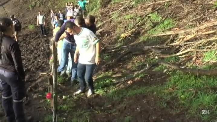 Sobreviventes visitam local da tragédia da Chapecoense