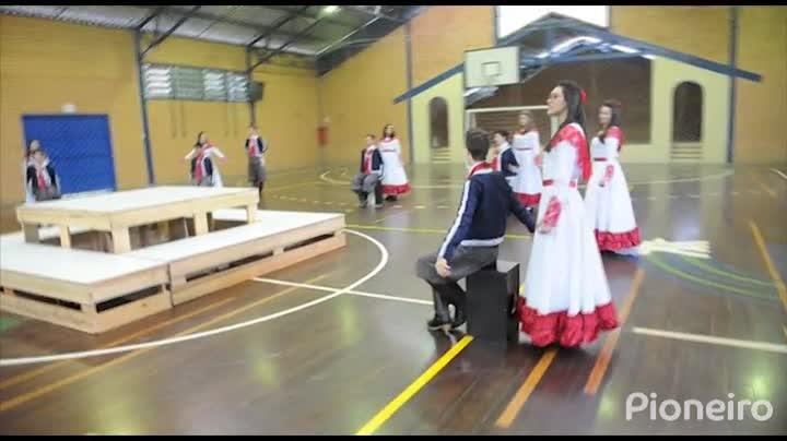 Tertúlia do Mestre aproxima alunos e comunidade de escola através das tradições, em Bento Gonçalves