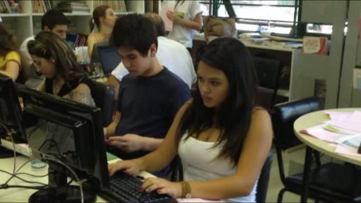 Colaboradores do Grupo RBS ministram oficinas em escola pública de Porto Alegre