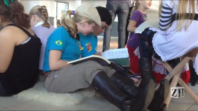 Projeto leva livros em malas de garupa e resgate da cultura gaúcha em Arroio do Meio