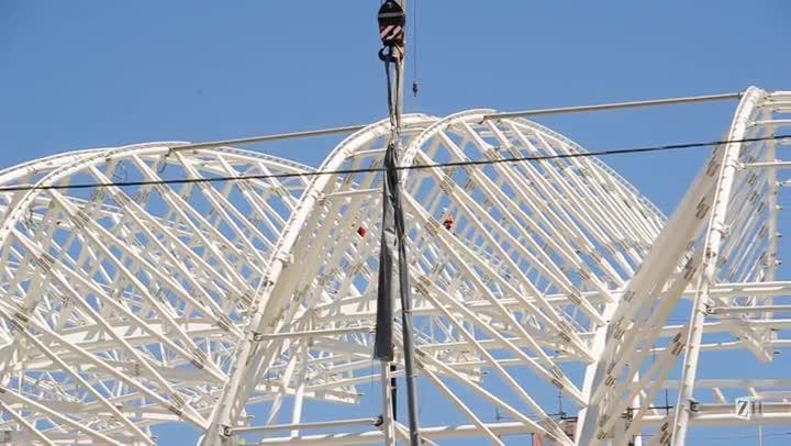 Lona comum é usada para teste de instalação da membrana do novo Beira-Rio