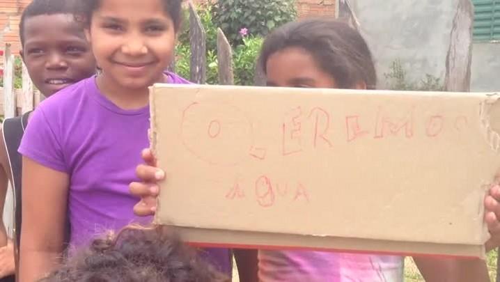 Comunidade sofre com falta de água há 8 dias na zona sul de Porto Alegre - 31/12/2013