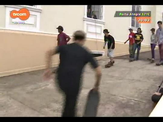 #PortoA - \'Skate no Asilo\' leva entretenimento aos moradores e visitantes do Asilo Padre Cacique