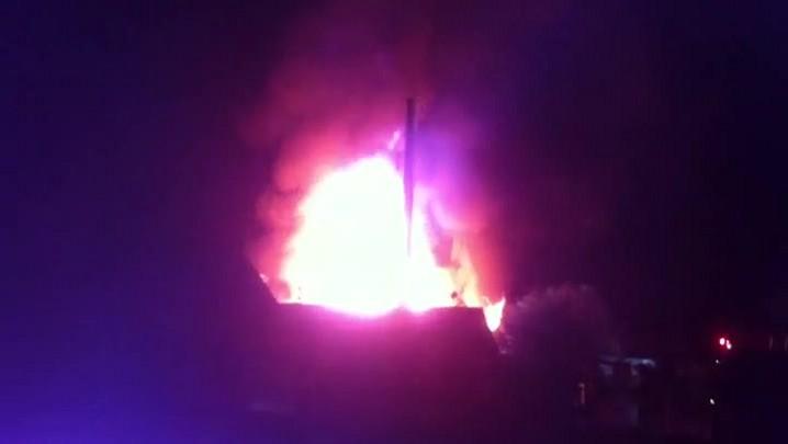 Casa pega fogo em São Francisco do Sul