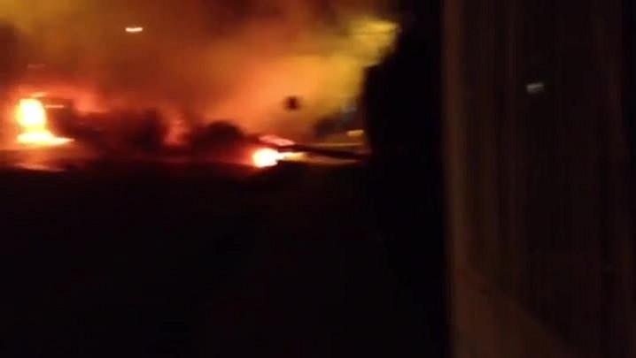 Veja imagens de incêndio em ônibus no protesto na Vila Cruzeiro