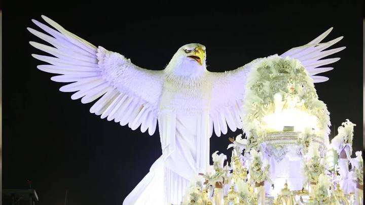 Saiba o que aconteceu na segunda noite de desfiles no Rio