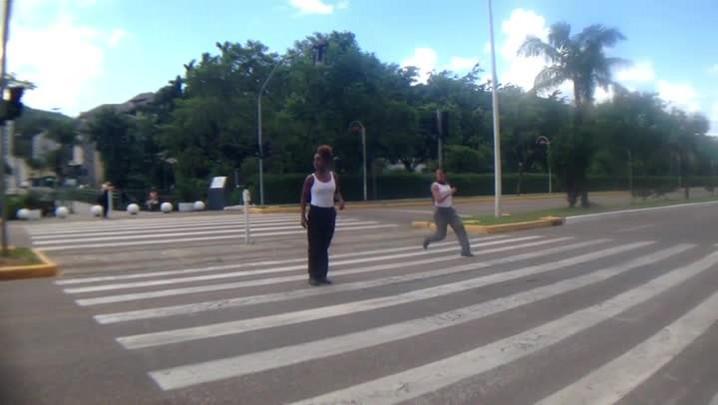 Grupo gaúcho faz trânsito de Joinville pararcom passos de dança