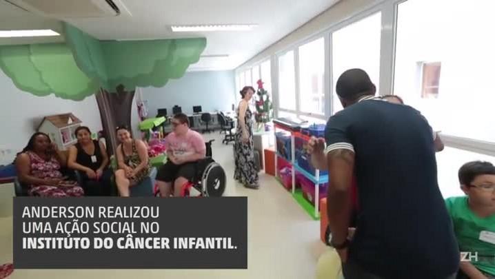 Anderson realizou uma ação social no Instituto do Câncer Infantil