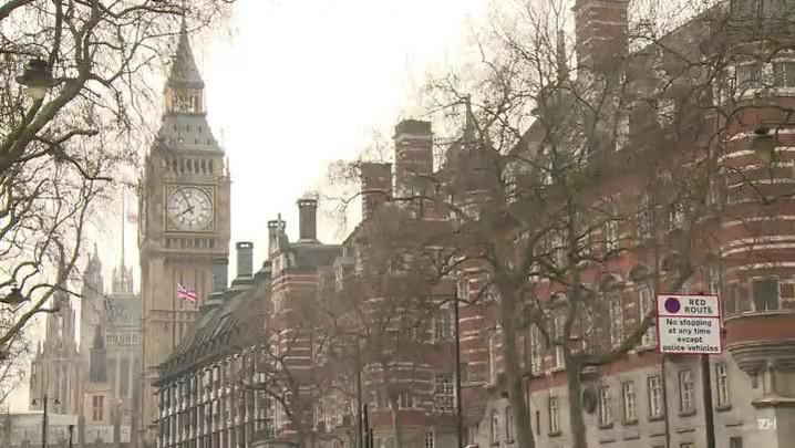 Londres anuncia detenções e revisa balanço de vítimas